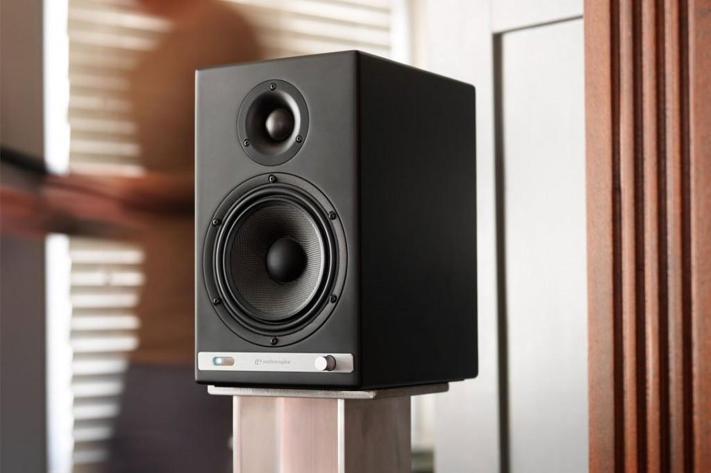 Audioengine-hd6-vinyl_revival-hd6_content_satin_black_76b6cc2d-6ba2-4383-b7e1-f766a24ad286